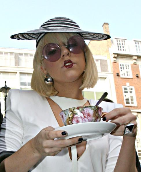Lady+GaGa+Arriving+Radio+One+Studios+London+-ejAlYqt7l1l